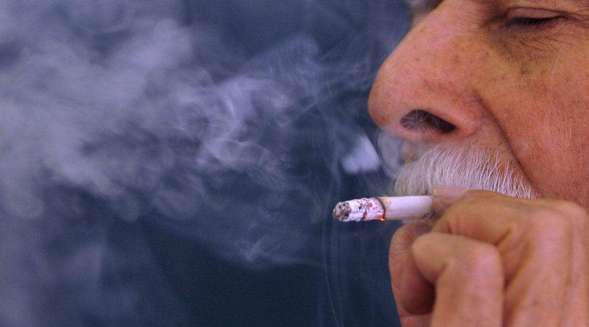 Fumadores ahora son elegibles para vacunarse contra el coronavirus en Illinois
