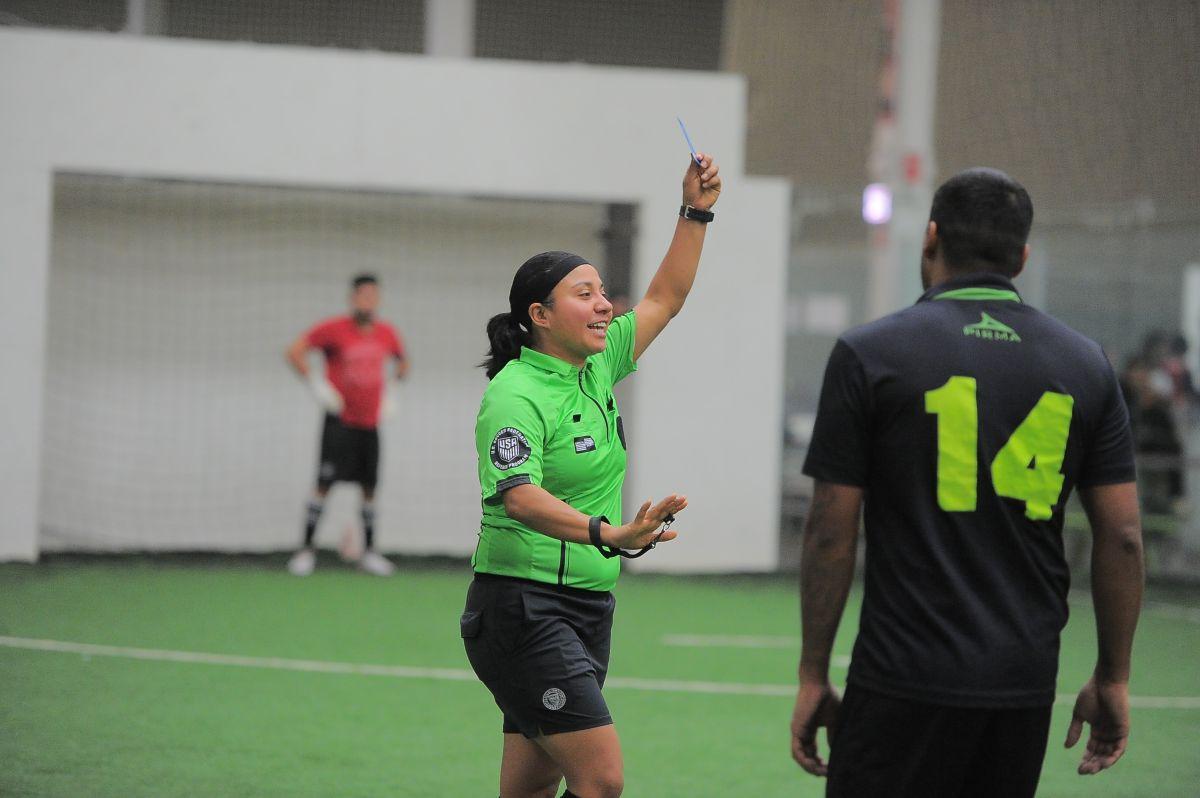 Invitan a padres de familia y dirigentes a curso de futbol en Chicago