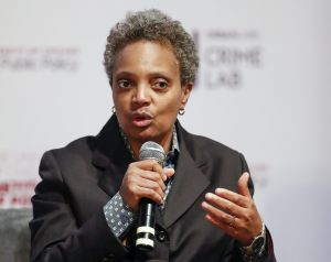 Chicago va camino a la reapertura total para el 4 de Julio dice la alcaldesa Lori Lightfoot