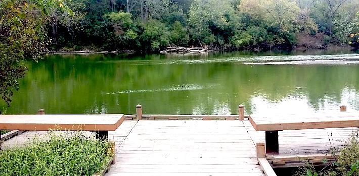 La reserva forestal Glenwood se ubica en el 1644 al sur de la calle River en, Batavia, Illinois.