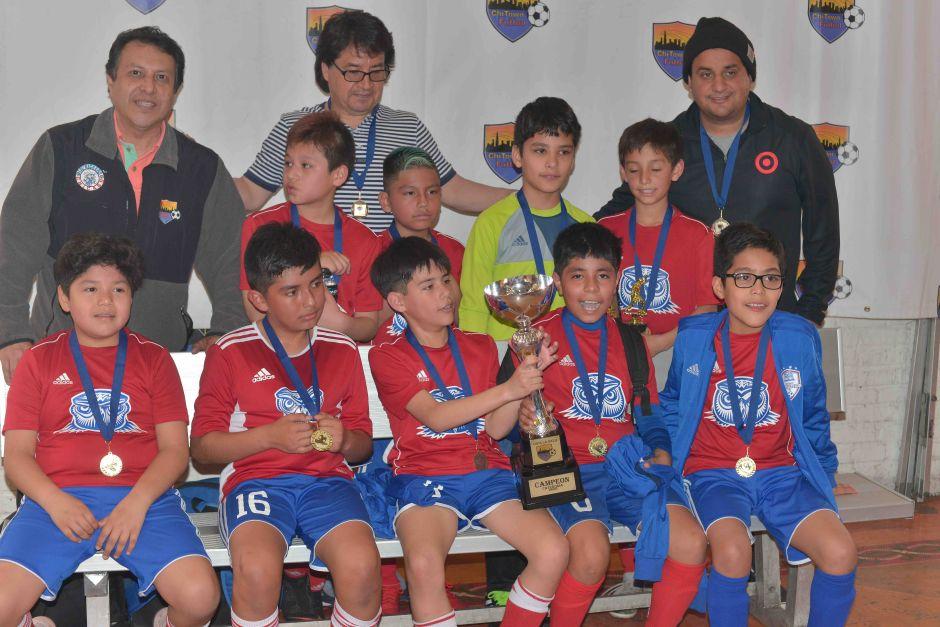 Copa La Raza premia a cientos de niños en las finales en Chicago