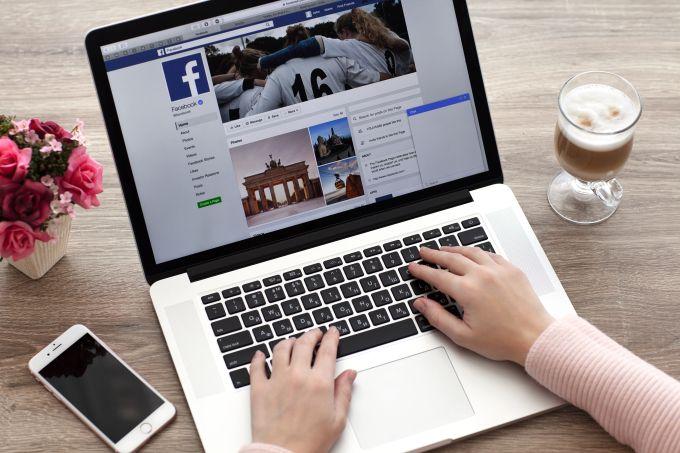 Por qué Facebook ahora también es culpable de promover información controversial sobre salud