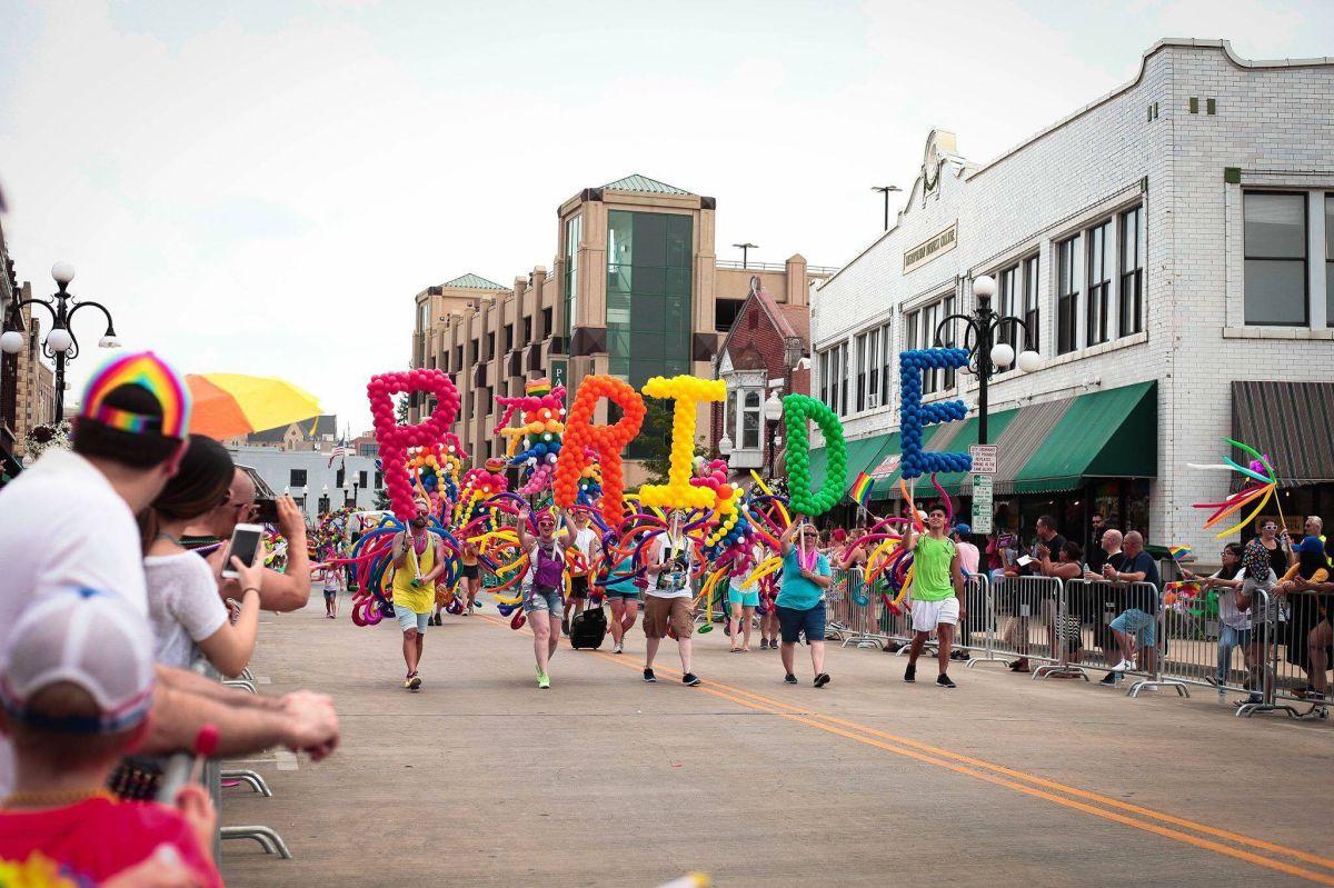 Cancelan festival y desfile por el Orgullo Gay en Aurora, Illinois