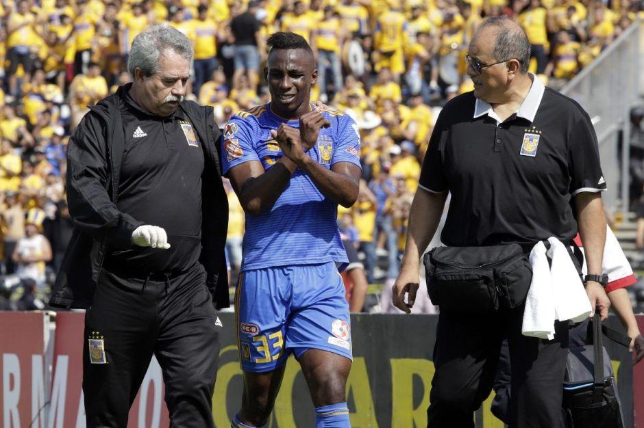 Triunfo sobre Lobos le costó caro a Tigres: Julián Quiñones se lesionó y parece grave