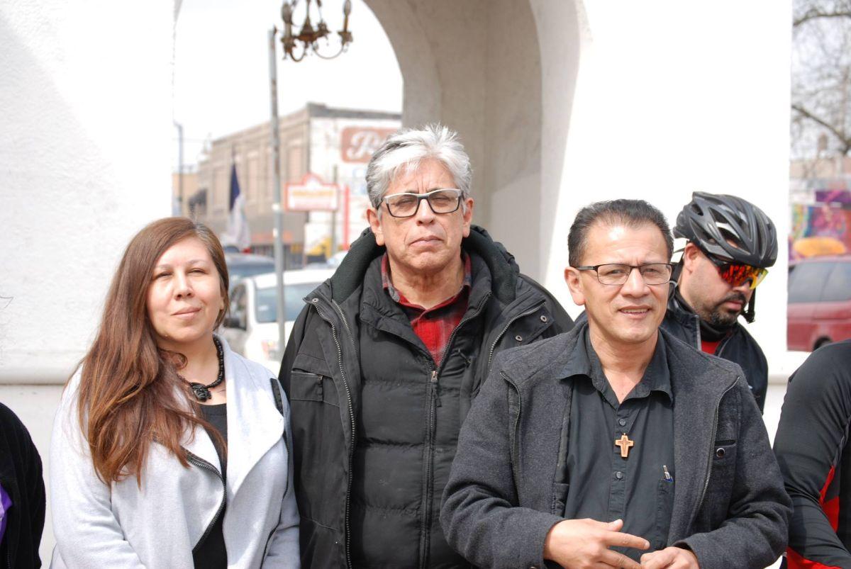 Un grupo de inmigrantes comenzó el sábado una caminata de 80 millas que los lleve de La Villita a Dwight, Illinois.