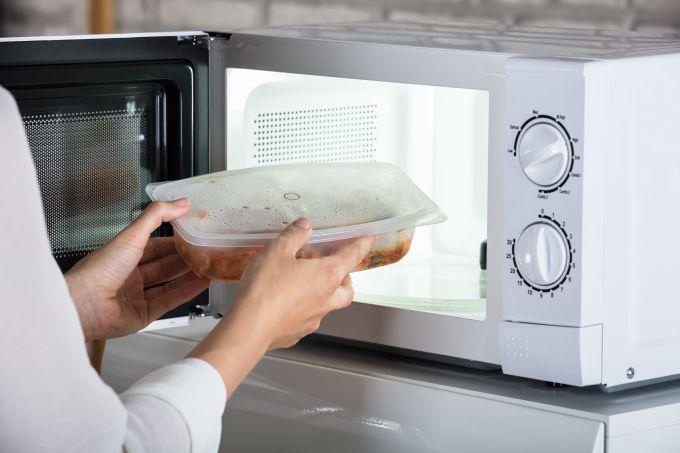 5 trucos para cocinar verduras y vegetales en el microondas de manera rápida y saludable