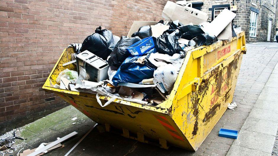 Recolectores de basura se ganan la vida encontrando cosas de valor en la basura de millonarios