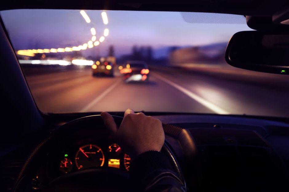 7 importantes tips para conducir de noche de manera segura