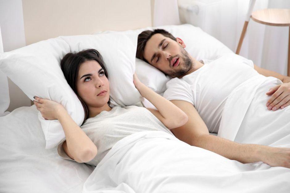 3 productos que te ayudarán para dejar de roncar