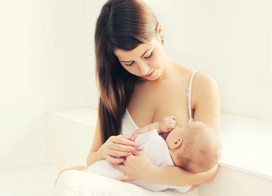¿Cuánta es la cantidad de leche que necesita un bebé a diario?