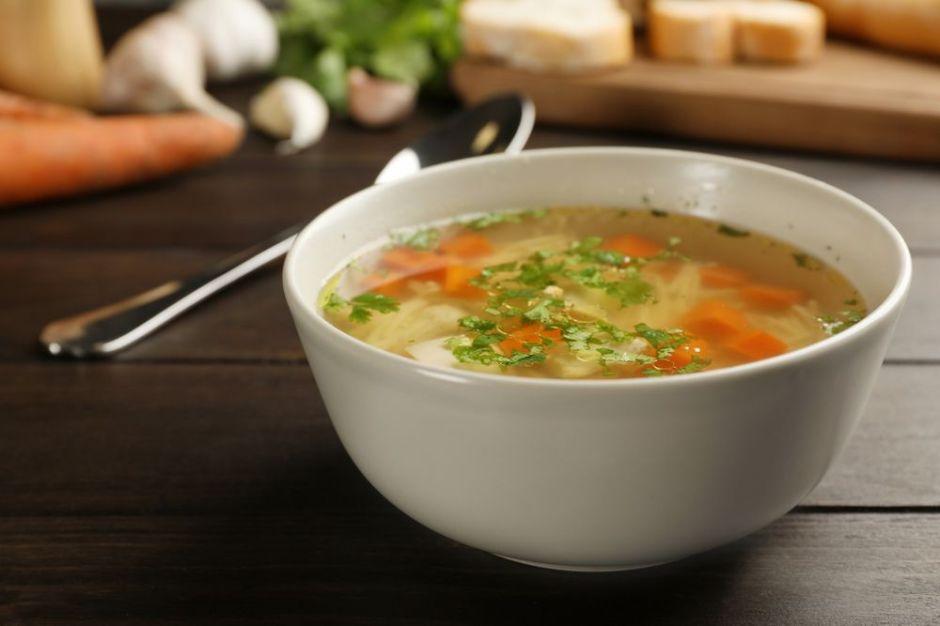 ¿Tomar sopa como primer plato nos ayuda a bajar de peso?