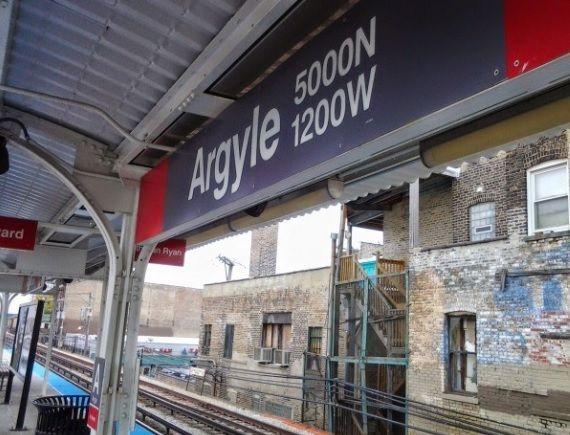 Dos policías recibieron disparos y uno resultó gravemente herido en la plataforma de la parada de la Línea Roja de Argyle en el barrio de Uptown en Chicago.