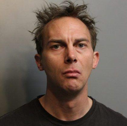 Alexander P. Sowa de 34 años residente de Wheeling fue acusado secuestrar y agredir sexualmente a una pasajera.