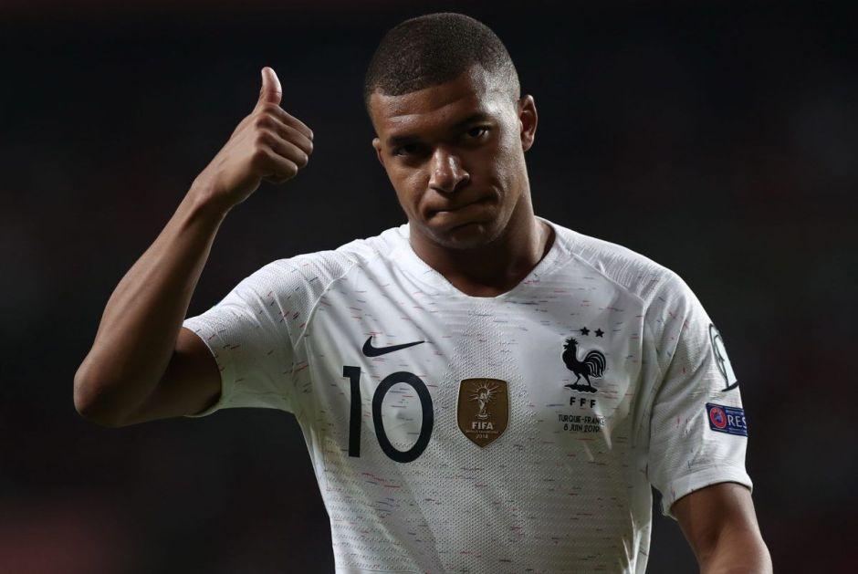 El francés Kylian Mbappé marca el gol 100 de su carrera