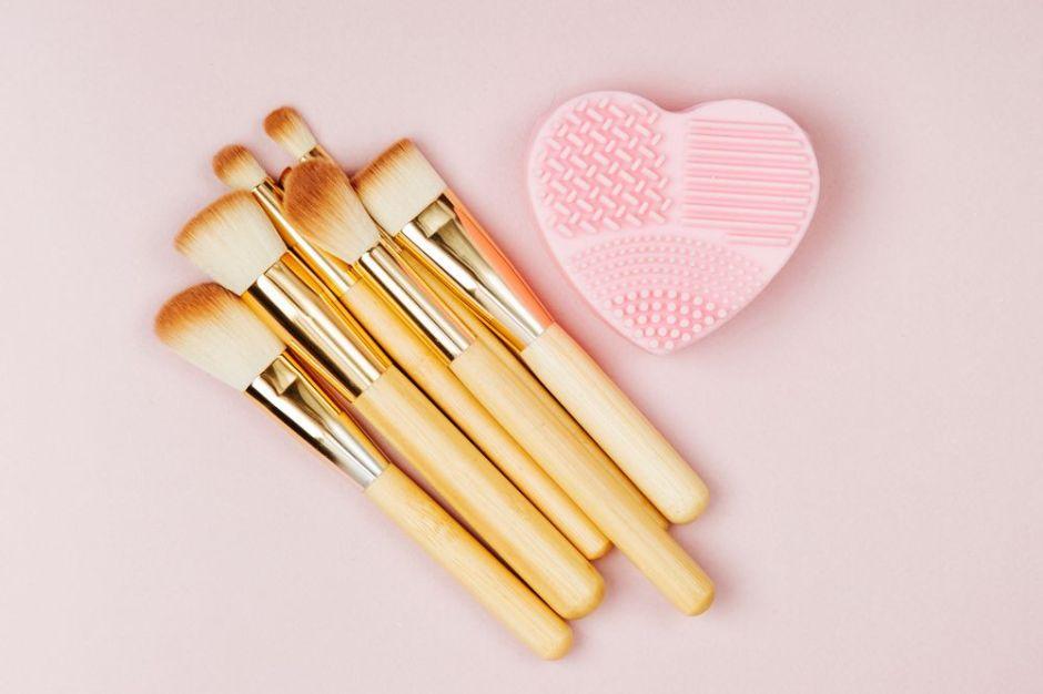 Los 4 mejores limpiadores y secadores de brochas de maquillaje