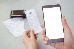 ¿Cómo puedo recibir ayuda para pagar la cuenta de teléfono?