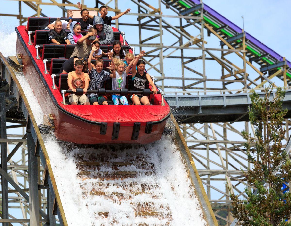 Six Flags donará 50 mil entradas gratuitas para los parques de atracciones en Gurnee y Rockford a los residentes de Illinois recién vacunados.
