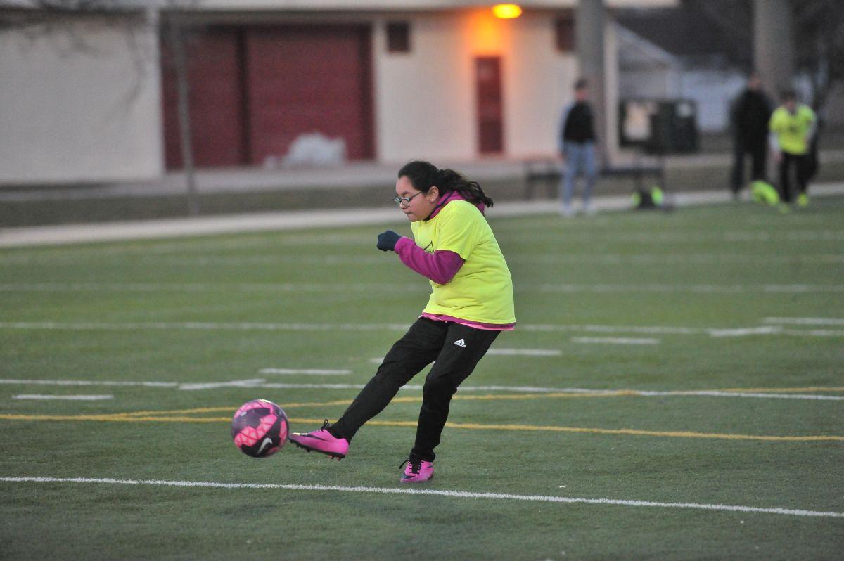 La escuela West Lawn Soccer Club sigue aceptando jugadores. (Javier Quiroz / La Raza)