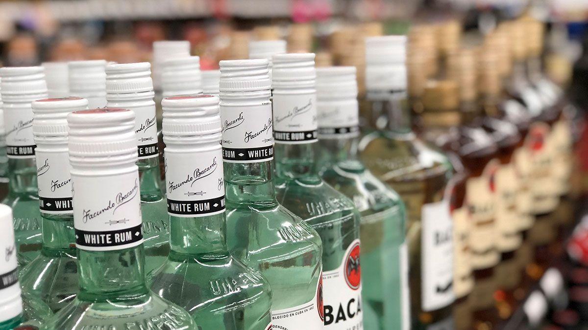Prohíben venta de alcohol en Chicago después de las 9 pm durante epidemia de coronavirus