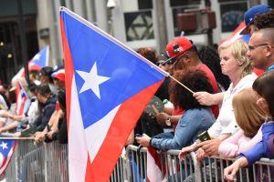 Ambiente de fiesta se vive en Humboldt Park por desfile puertorriqueño