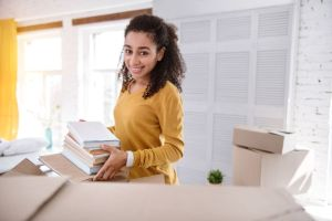Variedad de enseres y electrónicos que necesitas para equipar tu nuevo dormitorio en la universidad