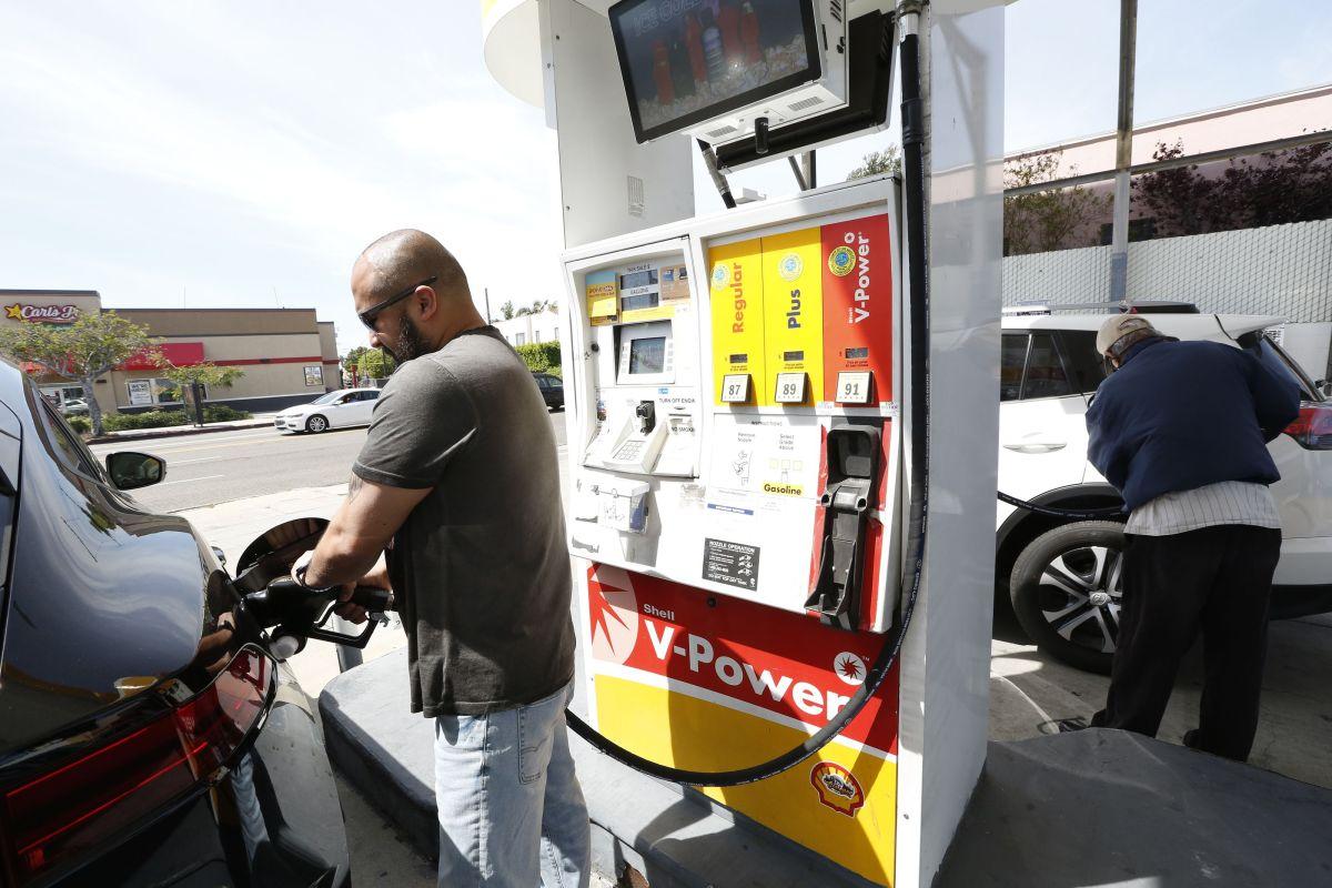 Aumenta impuesto a la gasolina en Illinois antes del 4 de julio