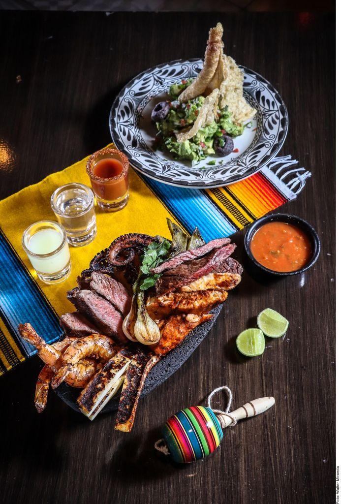 ¿Con qué comida y bebida celebran los mexicanos las Fiestas Patrias?
