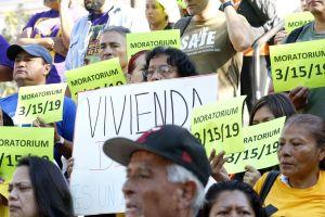 Inquilinos de Los Ángeles reciben protección gracias a nueva ley