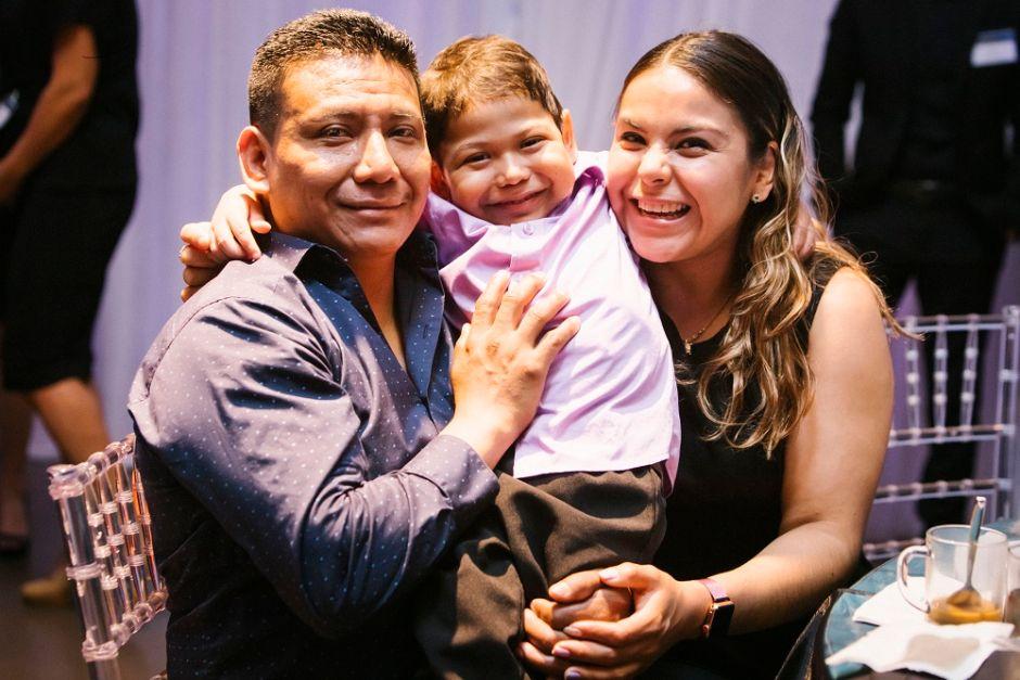 Padres mexicanos luchan por hallar un donante para salvar a su hijo