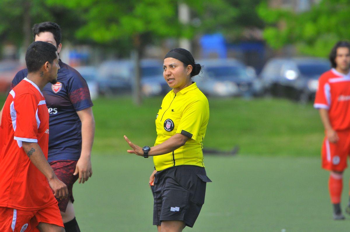 Ventajas y desventajas de una mujer árbitro en el futbol varonil