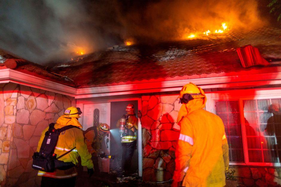 Reportan 3 muertos en los incendios en California