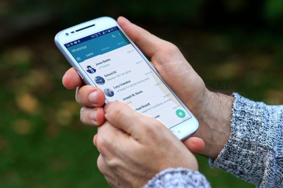 Cómo escuchar los mensajes de voz de WhatsApp sin que tus contactos lo sepan