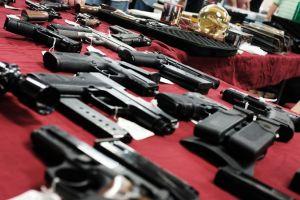 Acusan a ex capitán del Sheriff de San Diego en relación con la venta ilegal de armas