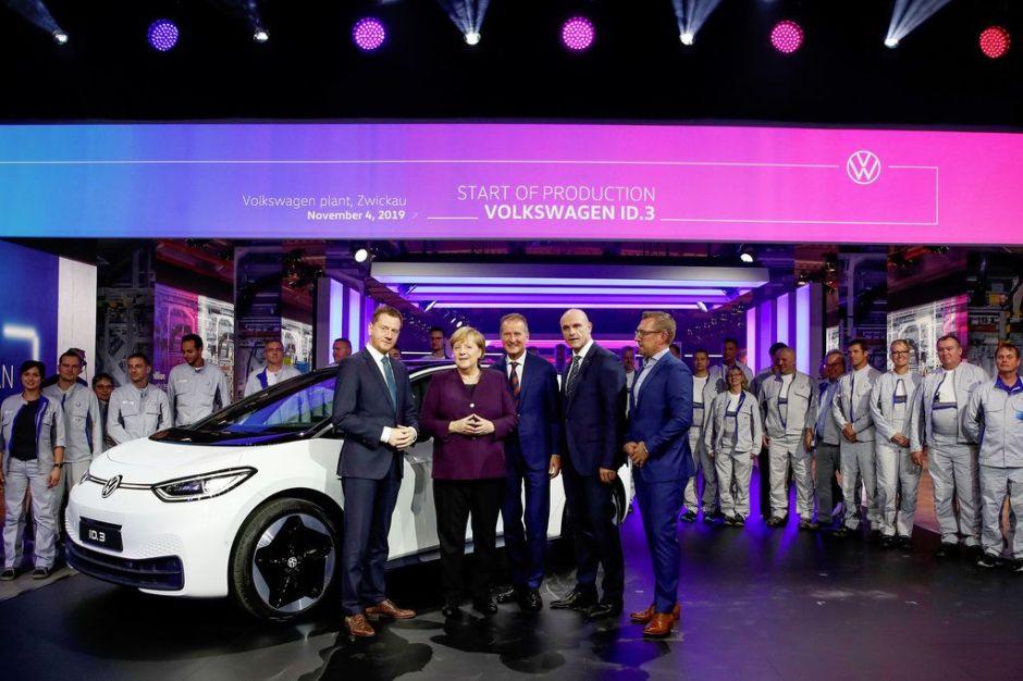 """Volkswagen abre fábrica nueva en Alemania y promete hacer un auto eléctrico accesible """"para millones de personas"""""""