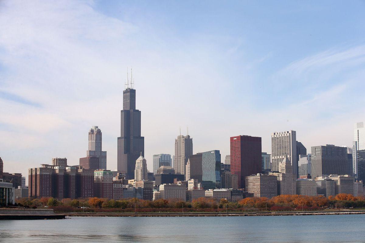 Mientras afroamericanos dejan algunos barrios de Chicago, hispanos se reubican allí