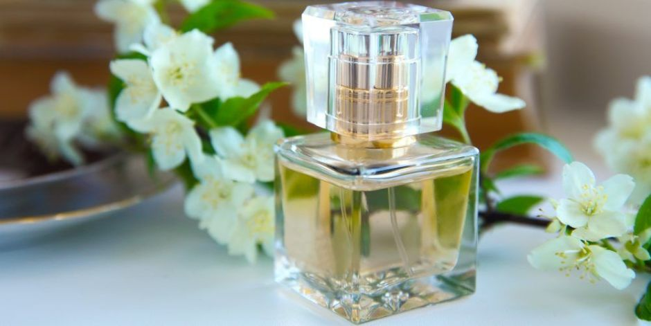 5 perfumes con esencias florales para las mujeres que prefieren fragancias suaves