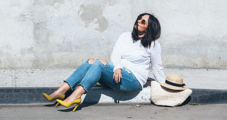 5 estilos de jeans por menos de $50 para mujeres de talla plus