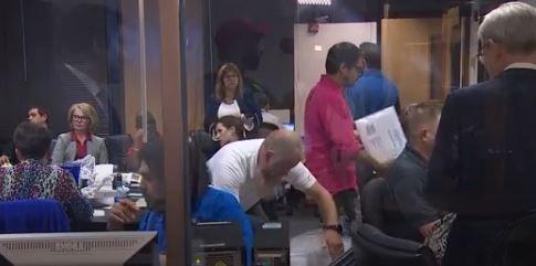 Tras un retraso histórico en el conteo de los votos Houston espera saber el nombre del próximo alcalde
