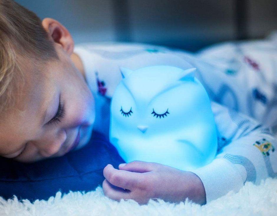 6 luces nocturnas de gran calidad para niños que le temen a la oscuridad por menos de $60