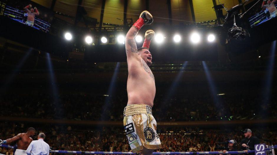Andy Ruiz prepara su triunfal entrada al ring al ritmo de los Tigres del Norte