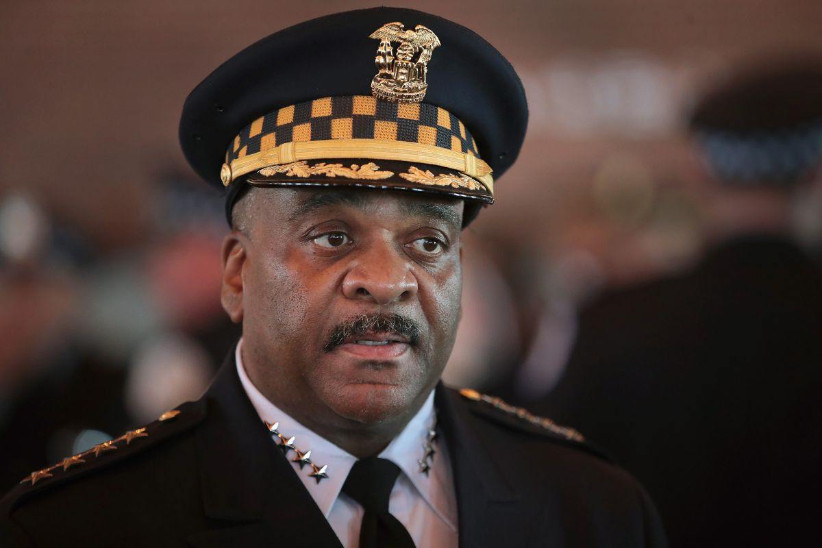 """La alcaldesa Lightfoot destituye al jefe de la policía de Chicago por """"mentir"""""""