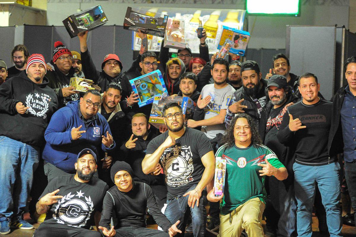 Sector Latino recauda más de 200 juguetes para niños de Chicago