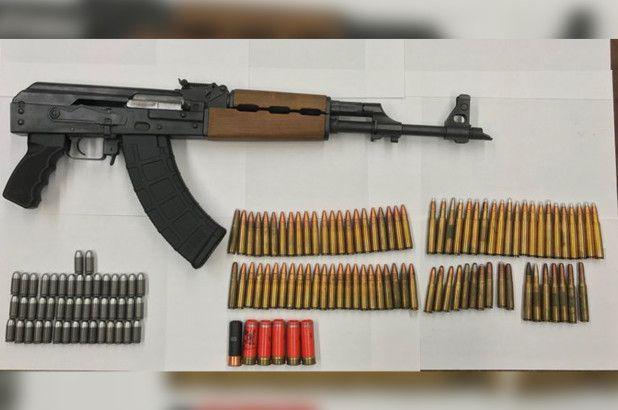 Atrapan a hispano con metralleta, cocaína y cientos de balas en Nueva York