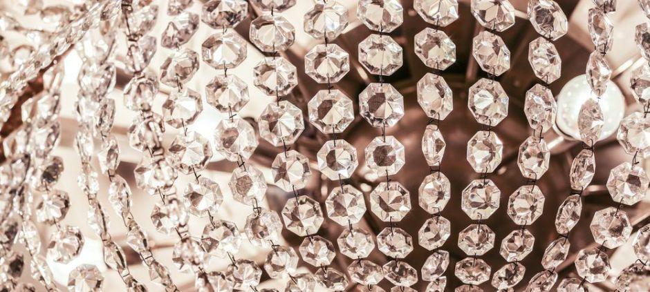 5 lámparas estilo candelabro que le darán a tu hogar un look elegante sin gastar mucho dinero