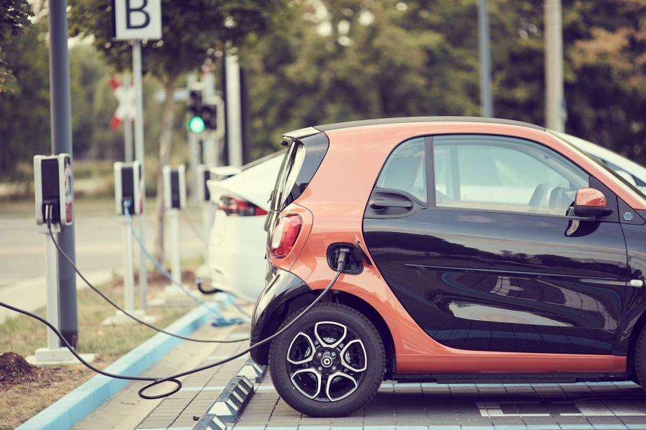 Una nueva batería permitirá a los autos cargar 100 veces más rápido que las baterías actuales