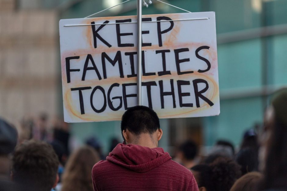 Estudio destaca la fuerza de indocumentados en Los Ángeles