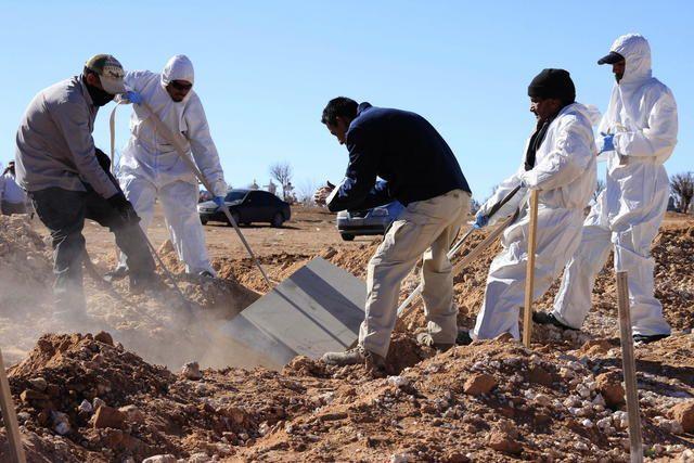 Hallan 30 cadáveres en narcofosa en Jalisco