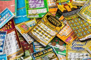 Le regala billetes de lotería a su madre por Navidad y obtiene jugoso premio