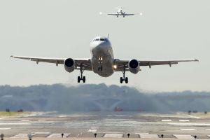 Llegan niños afganos no acompañados al aeropuerto O'Hare de Chicago