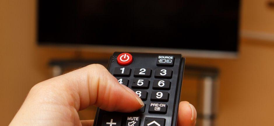 4 controles remotos universales que son compatibles con cualquier televisor